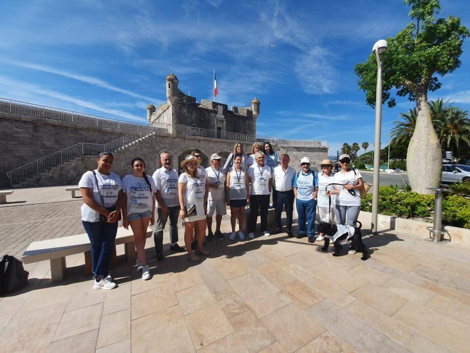 Au départ du Bastion, le maire Jean-Claude Guibal est venu montrer son soutien aux marcheurs.