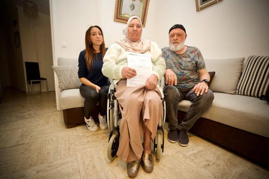 La famille, révoltée par la décision des copropriétaires.