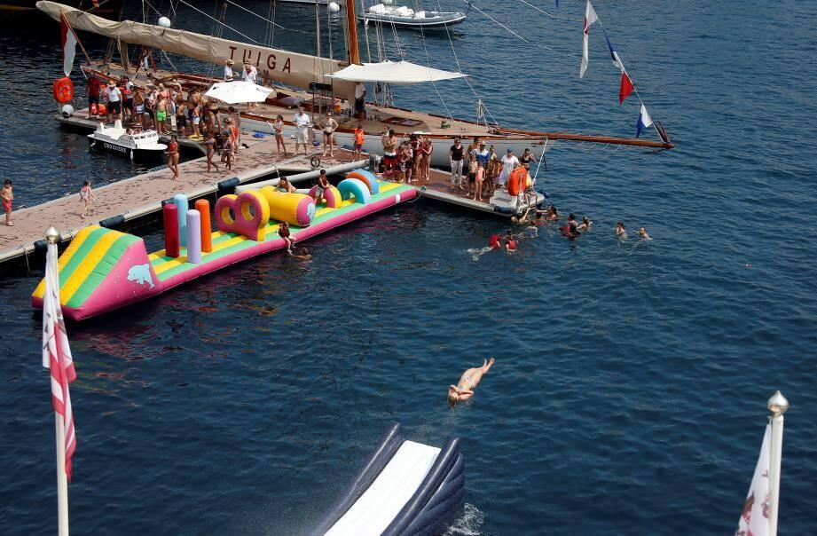 Ambiance ludique hier après-midi sur les quais du Yacht-club où les attractions étaient nombreuses.
