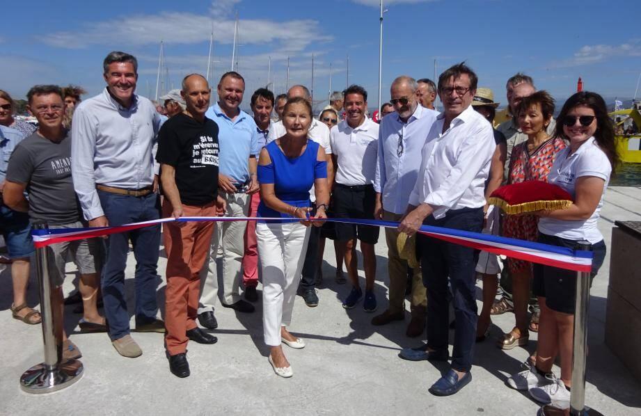 Les autorités portuaires de la métropole, des dirigeants de la société Paul Ricard et plusieurs élus de la ville de Six-Fours ont coupé le ruban installé symboliquement sur le dernier emplacement rénové depuis 2009.