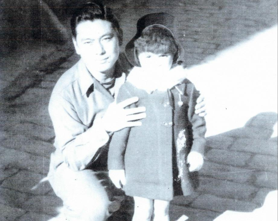 Quelqu'un reconnaît-il la fillette posant avec le soldat Shig Doi, qui avait participé au Noël 44 organisé à L'Escarène par les hommes du 442e regimental combat team?