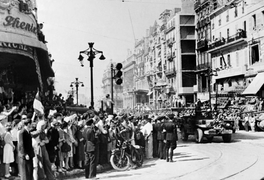Les troupes alliées dans les rues de Marseille lors du débarquement en Province en août 1944