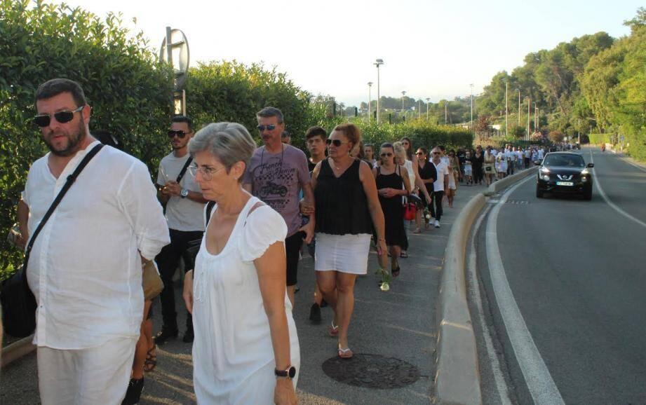 Plus d'une centaine de personnes ont participé ce vendredi 2 août en début de soirée à une grande marche blanche organisée en hommage à Matthieu Frimaudeau, victime d'un accident de la route, jeudi 25 juillet.