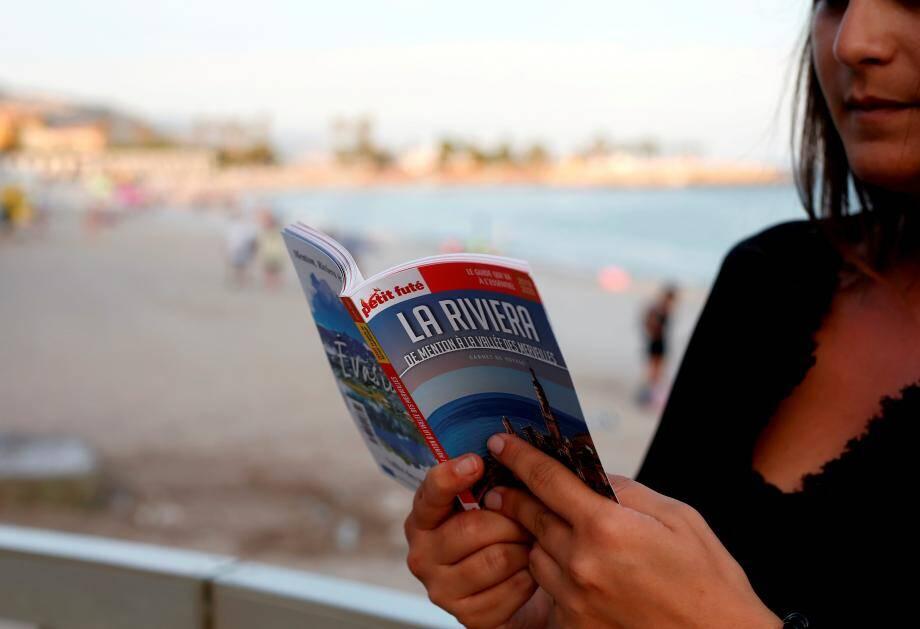 Les 192 pages du guide sont entièrement consacrées à la Riviera, de Menton à la Vallée des Merveilles.