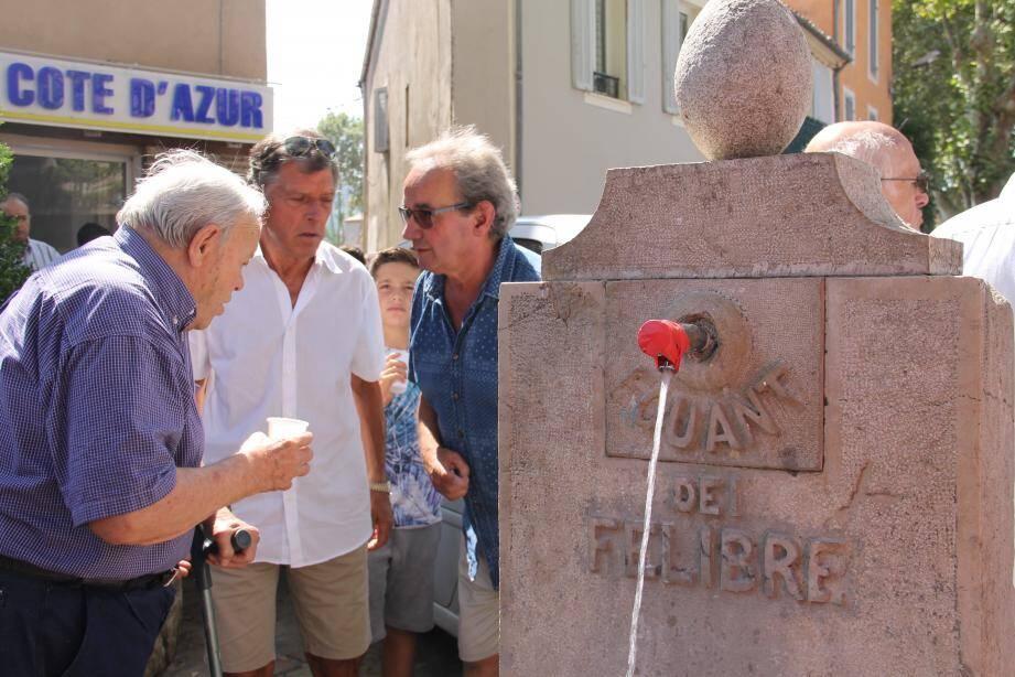 Autour de saint Louis, Valérie Gomez Bassac et Didier Brémond entourent les frères Martin et le curé.