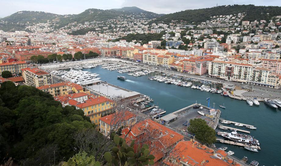 Dioxyde d'azote, dioxyde de soufre et particules fines: le port de Nice est sous surveillance constante.