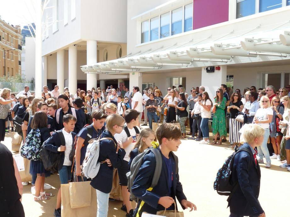 De la 6e à la Terminale, les collégiens et lycéens de FANB ont pris possession ce lundi de leur nouveau bâtiment, à Roqueville, qui accueille cette année un peu plus de 700 élèves.