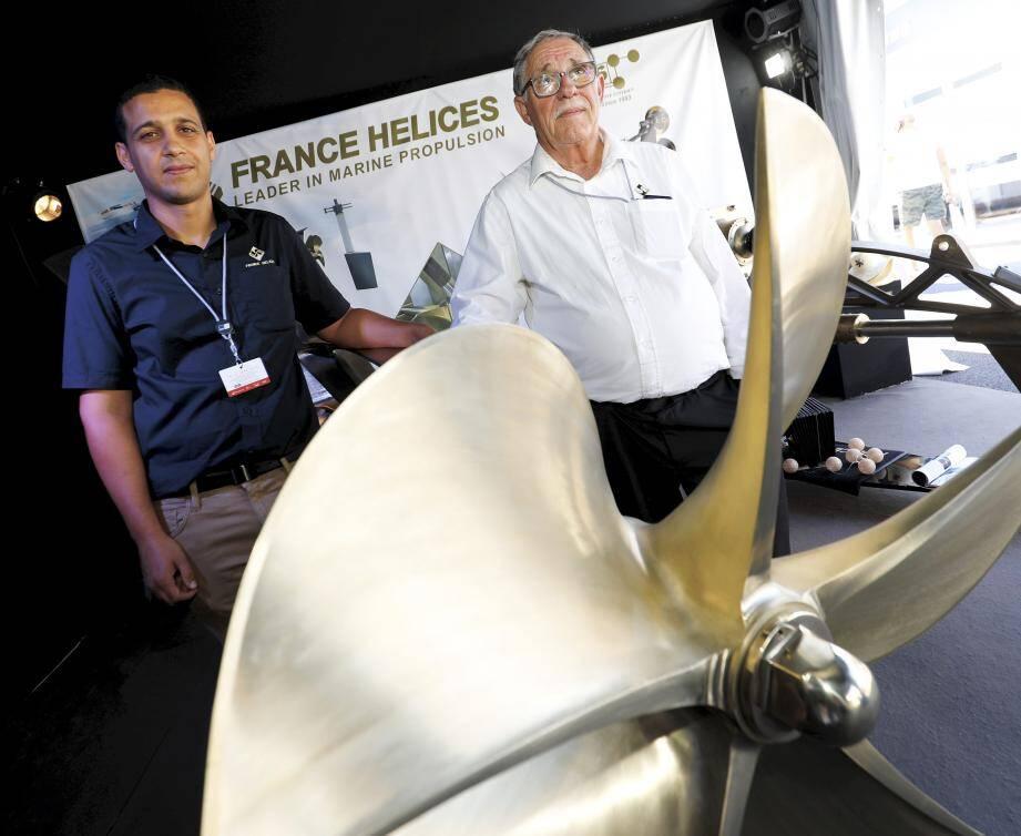 Ayoub Tebaï, le directeur du site boccassien, à côté du père fondateur de France Hélices Paul Bezzi.