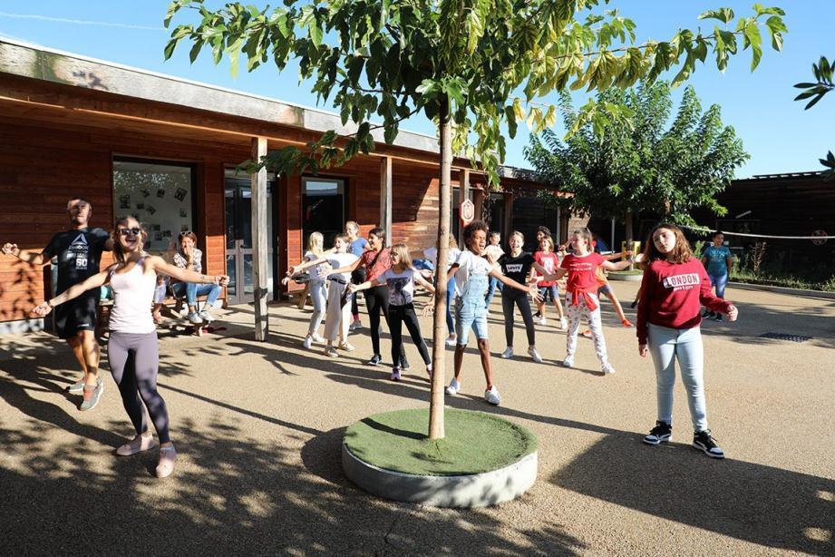 Atelier sport avec les animateurs du centre de loisirs. Le harcèlement scolaire abordé avec «Jouons dans la même équipe».