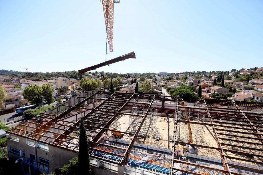 Alors que la patinoire de La Garde reçoit une nouvelle toiture (photo en médaillon), les Boucaniers de Toulon continuent d'exister à Marseille.
