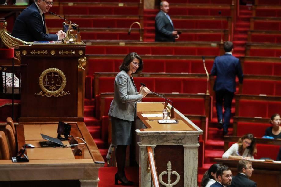 La ministre de la Santé Agnès Buzyn s'adresse à l'Assemblée natonale, le 24 septembre 2019 à Paris lors de la discussion du projet de loi bioéthique et de l'ouverture de la PMA à toutes les femmes