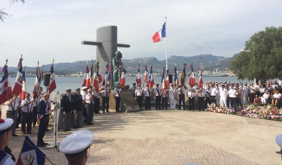 C'est au monument national des sous-mariniers qu'une foule impressionnante s'est réunie.