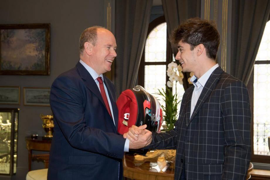 Proche de Charles Leclerc, le souverain s'était vu offrir le casque de la première course du pilote monégasque en Formule 1, en 2018 en Australie.