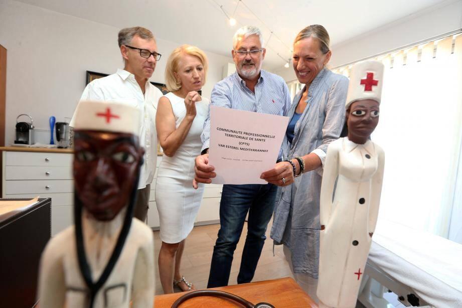 Les experts se regroupent au sein d'une communauté professionnelle territoriale de santé (CPTS) portée par Maria Péres (à gauche) et le docteur Gras (au milieu).