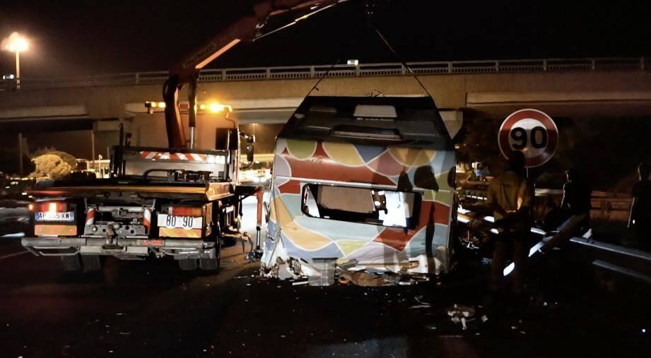 Au péage de Fréjus, un automobiliste a percuté leur caravane.