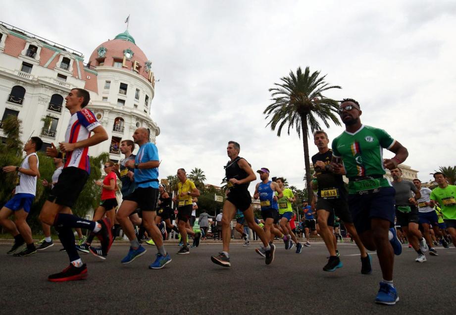 Le 11e marathon Nice-Cannes sur la Prom'.