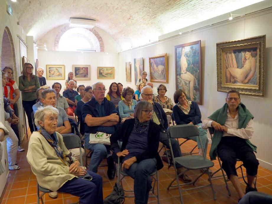 Le public n'est pas non plus avare de questions et d'admiration devant les œuvres.
