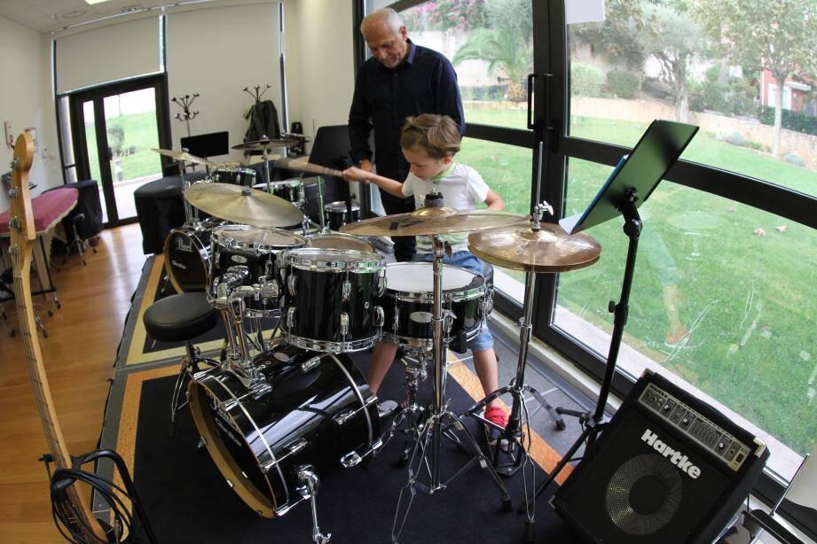 Alain Caruba et Vincent, 7 ans. Et Daniel Ciampolini et Jean, dont le grand-père s'est aussi mis à la batterie.