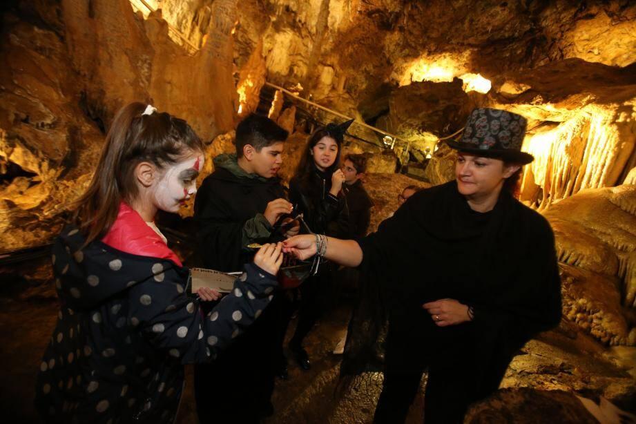 Se faire peur dans les entrailles de la grotte de l'Observatoire. Un must pour Halloween.