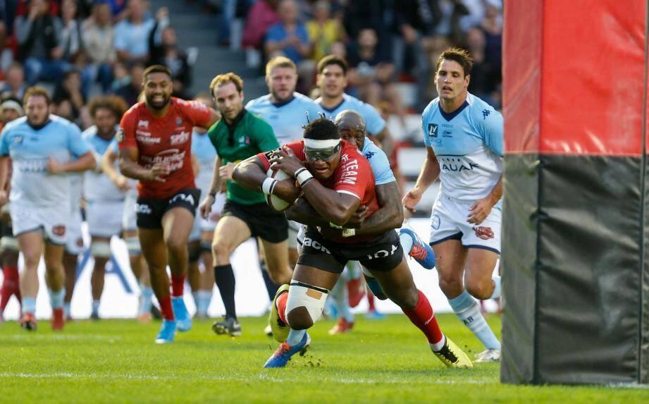 Masidesi Dakuwaqa a inscrit avec une belle détermination le premier essai des Toulonnais.