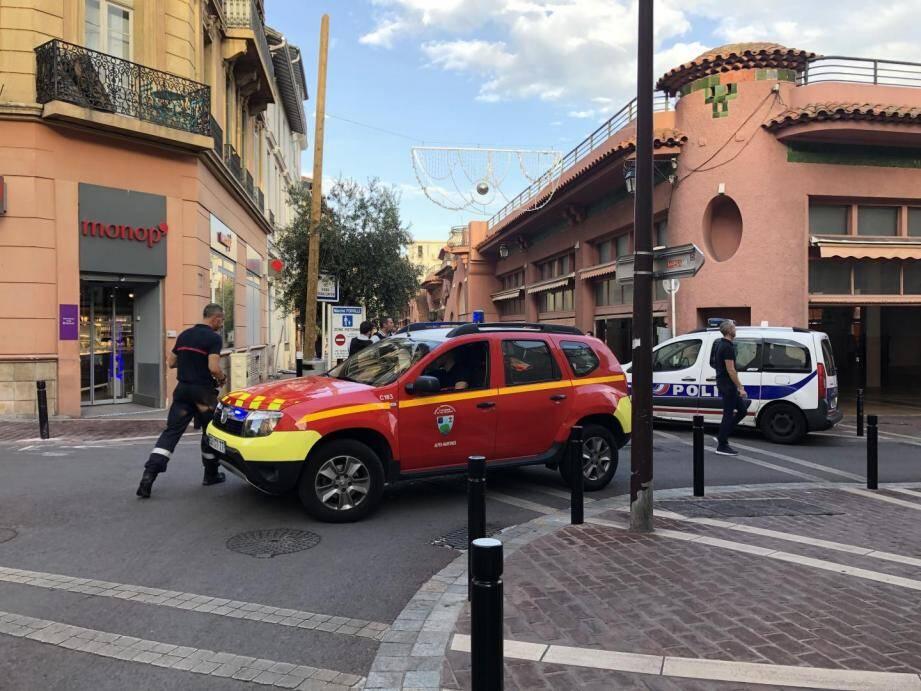L'homme de 27 ans frappé à la tête mardi aux abords du marché connaissait son agresseur à qui il devait quelques euros.
