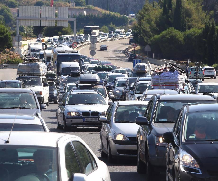 Embouteillage sur l'A8.