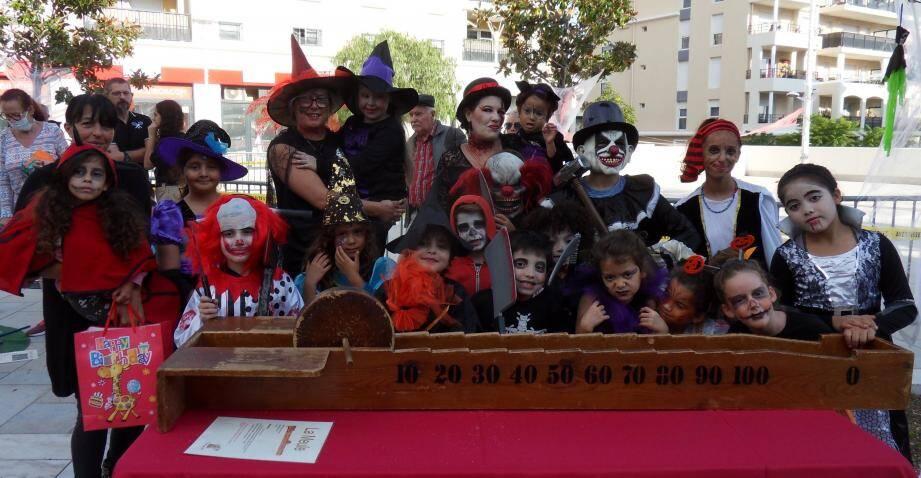 Enfants et parents déguisés. L'association « Vitamine ton quartier » a fêté Halloween dans la bonne humeur.