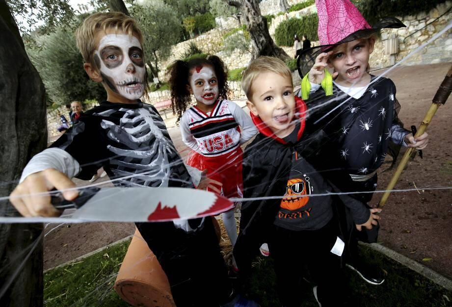 Des dizaines d'enfants ont déambulé dans le parc Princesse-Antoinette en quête du nom de la potion qui rendra belle la sorcière Mélusine.