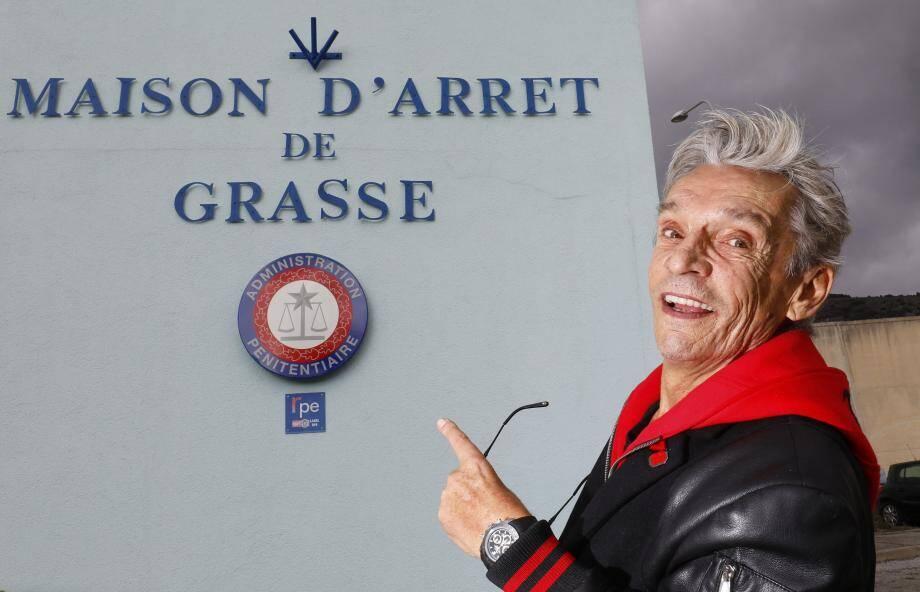 Devant la maison d'arrêt de Grasse, où Eric Piedoie Le Tiec a passé deux ans... à écrire son livre Confessions d'un faussaire : le témoignage.