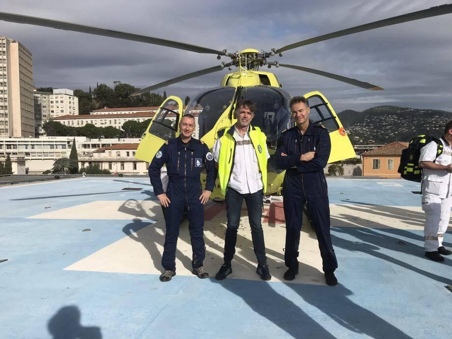 En intervention, le pilote et son adjoint prennent place à l'avant tandis que le médecin urgentiste et l'infirmier du Samu s'installent à l'arrière avec la victime.