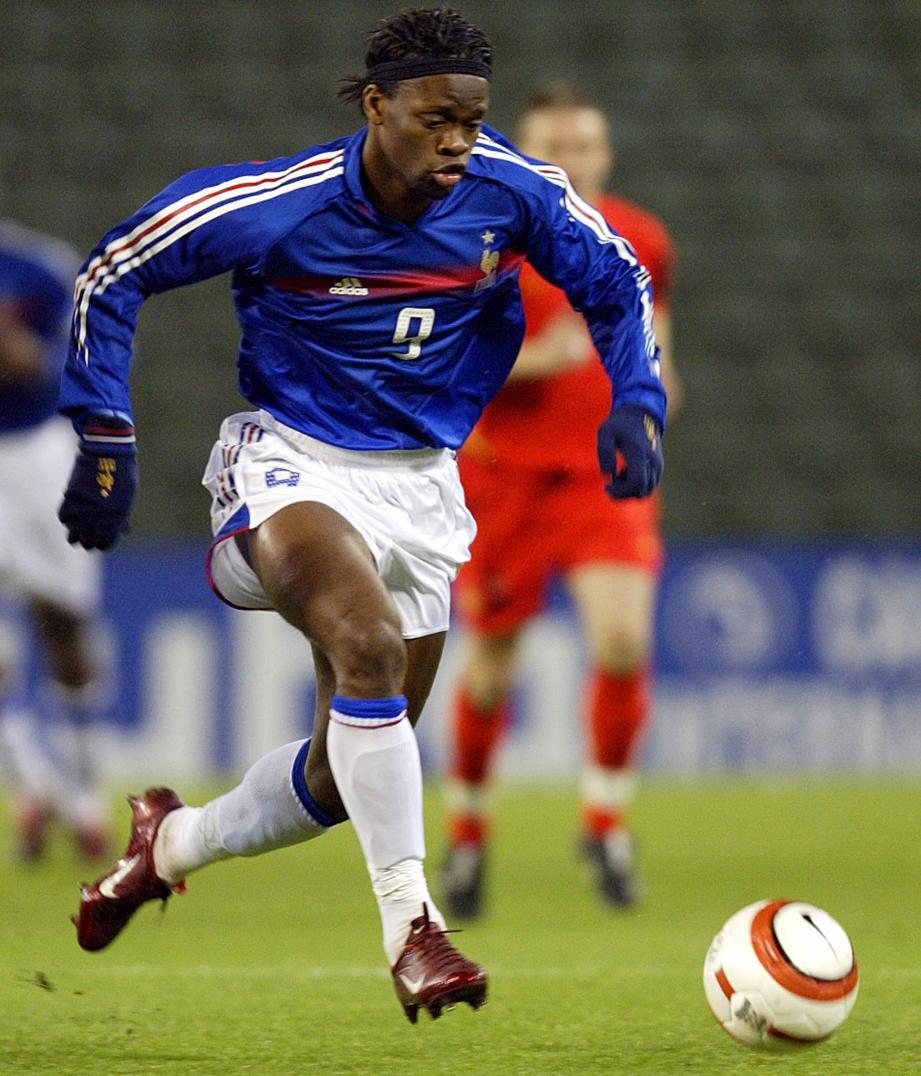 Saha compte 20 sélections en équipe de France pour 4 buts.
