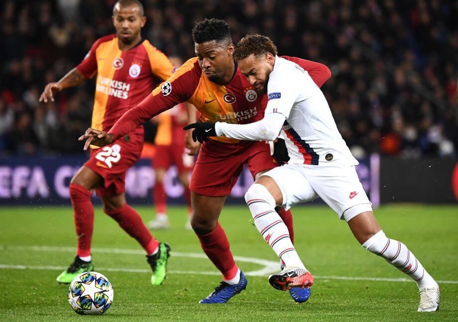 Buteur, le Brésilien a offert un but à Icardi, un autre à Mbappé, et un penalty à Cavani. Royal.
