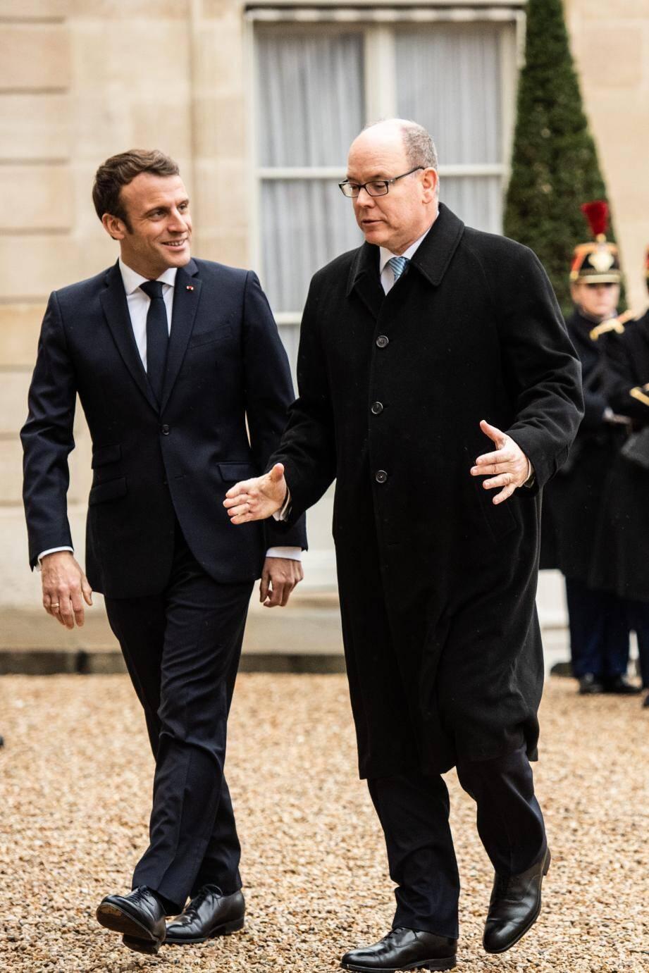 Avec l'empereur du Japon à Tokyo, reçu par le président français à Paris, accueilli par le roi d'Espagne à Madrid ou hôte du Premier ministre indien à New Delhi, le souverain a multiplié cette année encore les déplacements officiels.