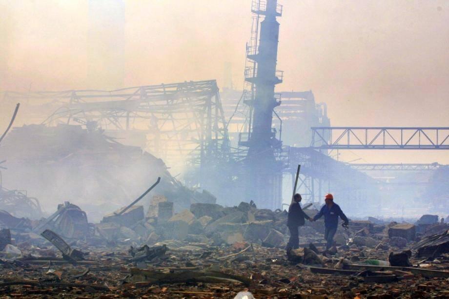 Le site de l'usine AZF à Toulouse après l'explosion, le 21 septembre 2001.