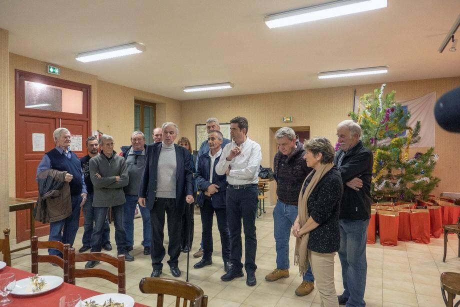 Le maire, Jean-Pierre Audibert, entouré de son conseil municipal et du président du Conseil départemental, Charles-Ange Ginésy.
