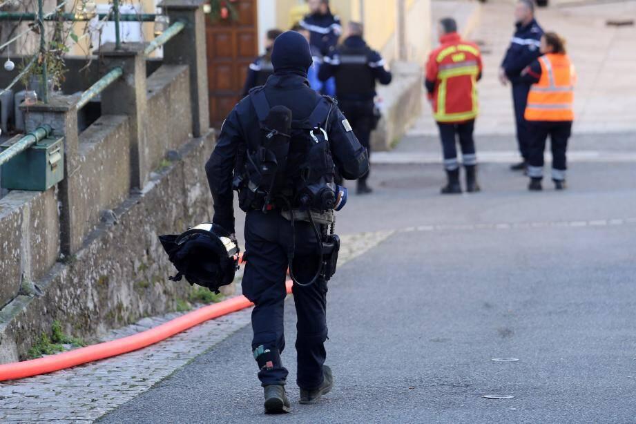 Le GIGN est intervenu dans la nuit de jeudi à vendredi pour interpeller le forcené retranché avec sa fille de 3 ans dans une maison d'Esparron.