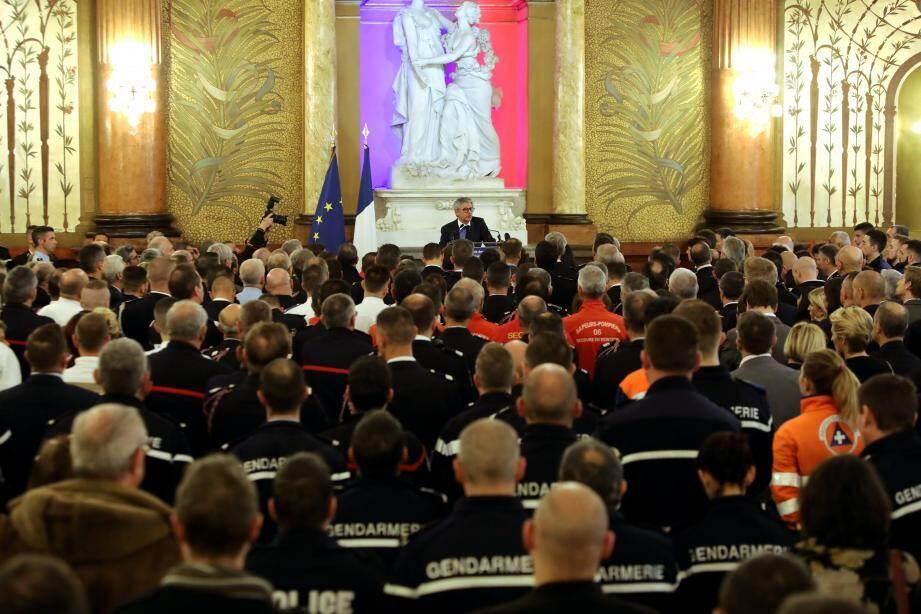Bernard Gonzalez, préfet des Alpes-Maritimes, vendredi au Palais sarde, face aux forces de sécurité.