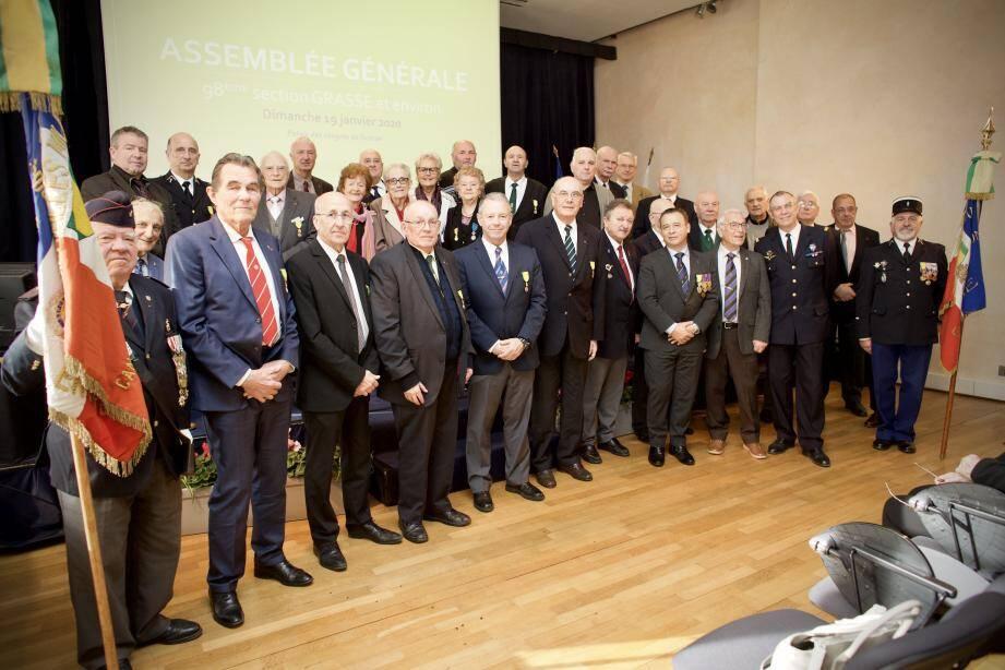 Les médaillés militaires de Cannes rejoignent Grasse au sein de la 98e section présidée par Bernard Porre.
