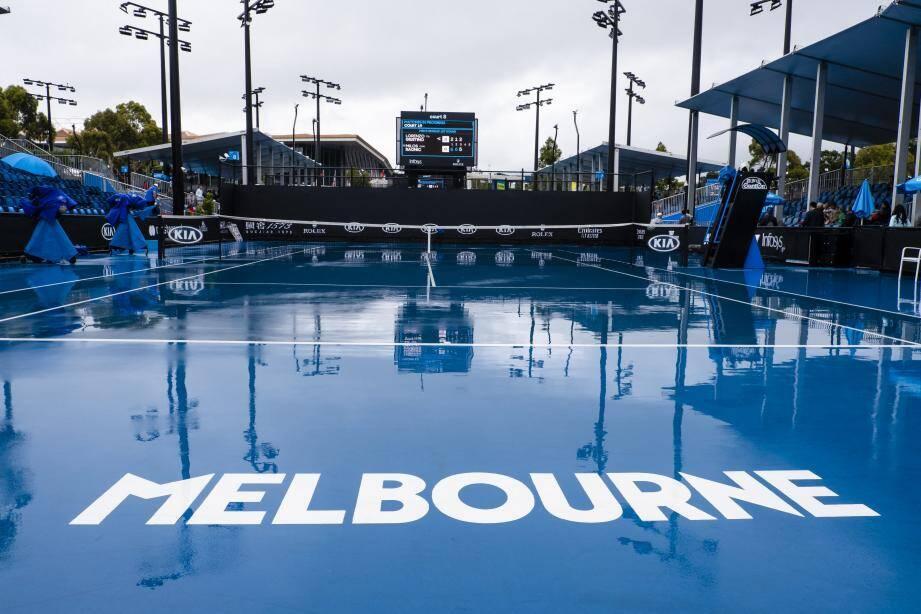 32 matchs prévus sur les courts extérieurs ont été reportés, hier, à cause de la pluie.