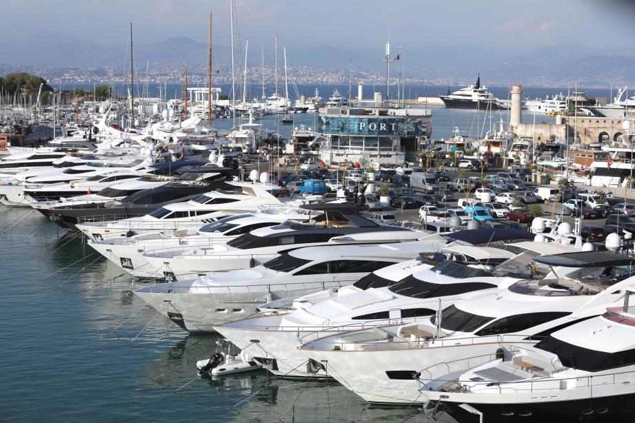 Les yachts du port Vauban : une manne d'emplois pour les jeunes Antibois.