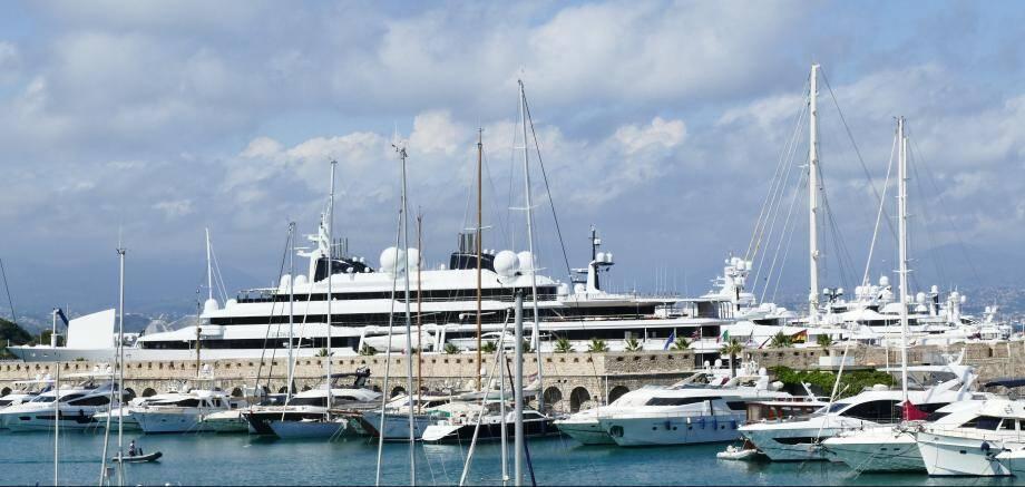 Le quai des Milliardaires à Antibes, cet été.