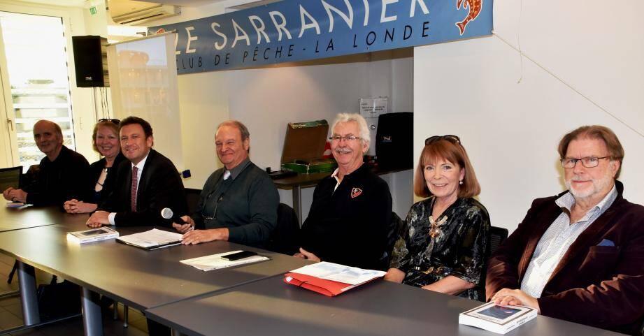 e président Jean-Georges Denizot (au centre) aux côtés du maire François de Canson (à sa gauche), des membres du bureau et de la conseillère départementale Patricia Arnould (2e à droite).