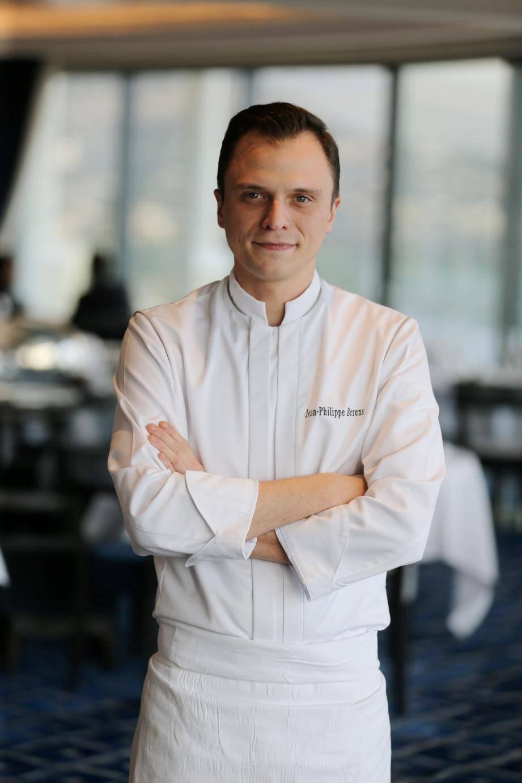 Après dix années au Plaza Athénée, l'hôtel à Paris, Jean-Philippe Berens a posé son tablier au Grill de l'Hôtel de Paris en avril dernier.