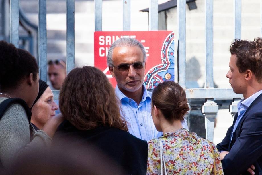 L'islamologue suisse Tariq Ramadan photographié le 30 août 2019 près du Palais de Justice de Paris.