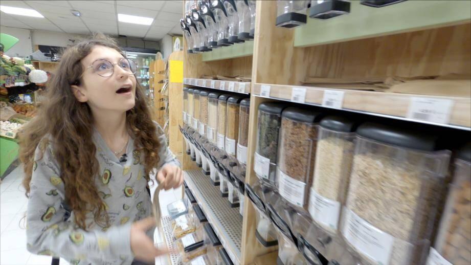 Dans ce 6e épisode, notre famille (presque) zéro déchet change sa façon de faire les courses.