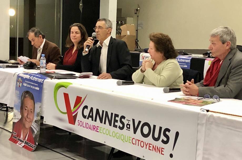 Au micro, Dominique Henrot, le candidat cannois du Rassemblement de la Gauche au côté de ses homologues cannetan et mouginois.