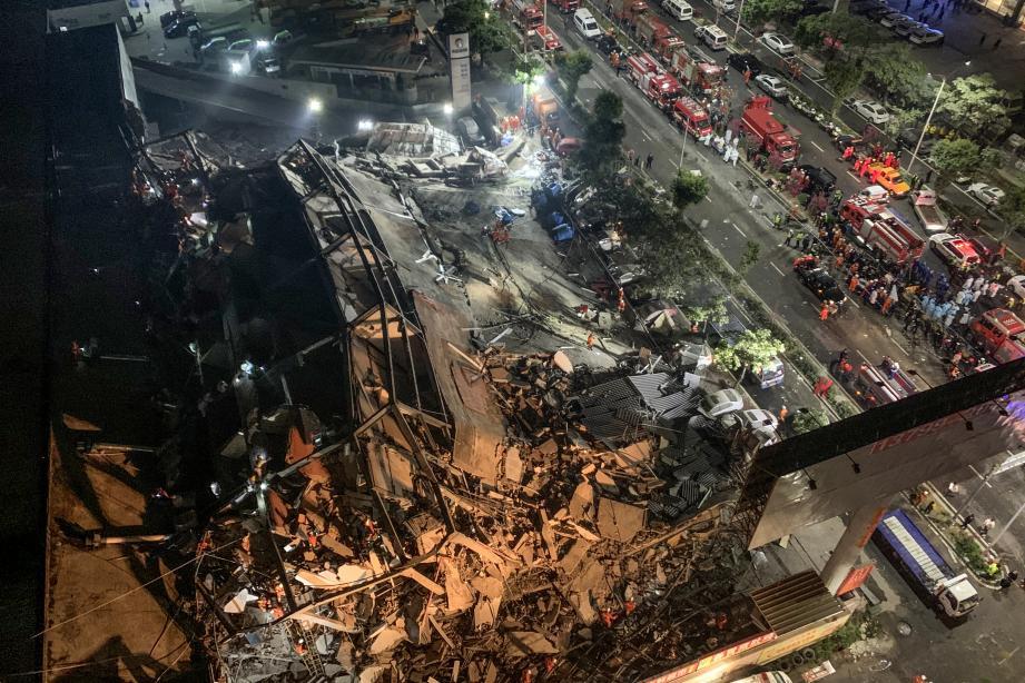 Près de 70 personnes se sont retrouvées bloquées dans les décombres de l'hôtel Xinjia.