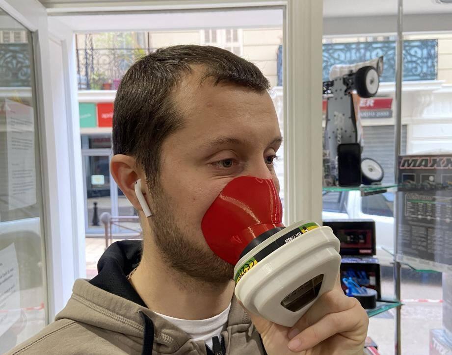 Erwan Grimaud a mis au point deux types de masque de protection avec ses imprimantes 3D.