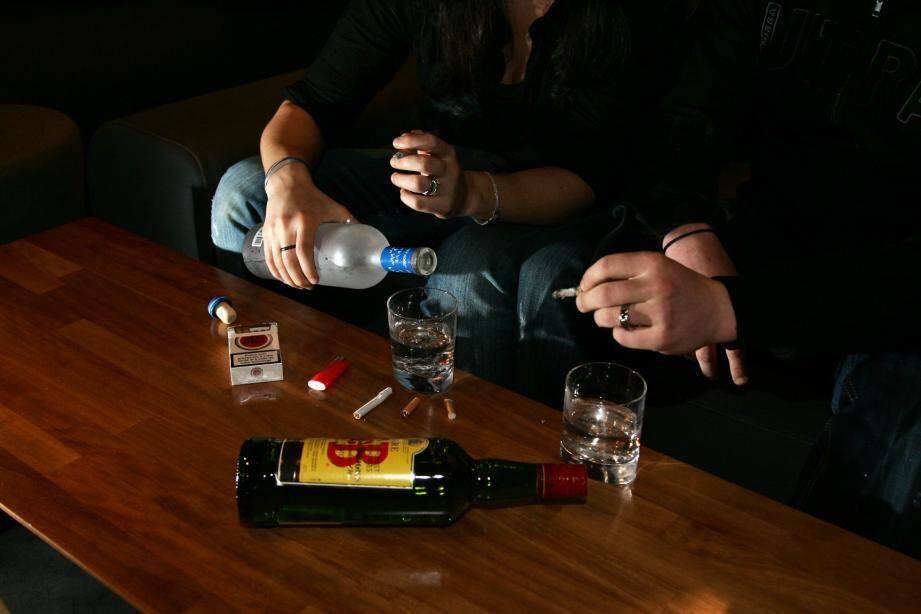 Même si les ventes d'alcool ont baissé en supermarchés, certaines personnes ont tendance à plus consommer pendant la période confinement au grand dam de certains spécialistes.
