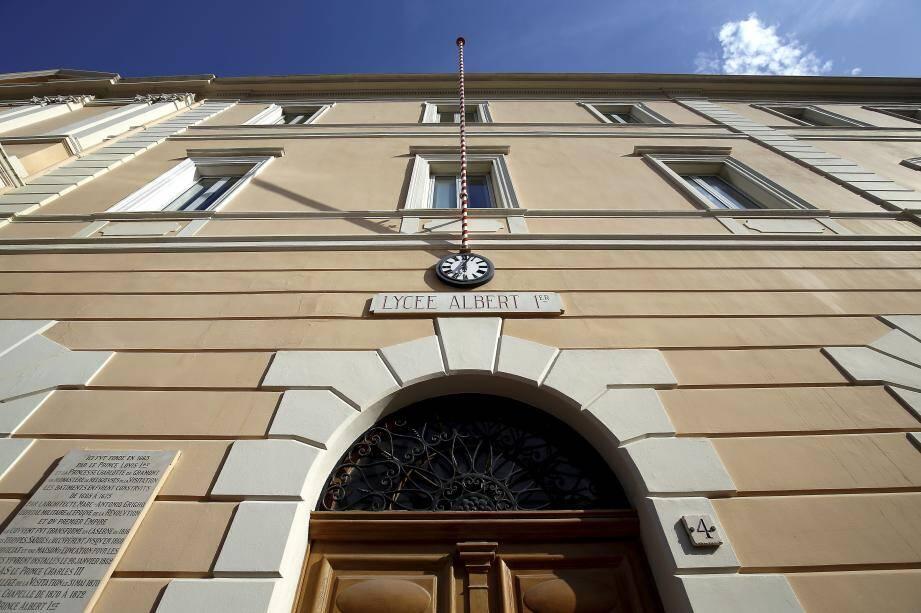 Le collège de Monaco devient lycée Albert-Ier en 1910.